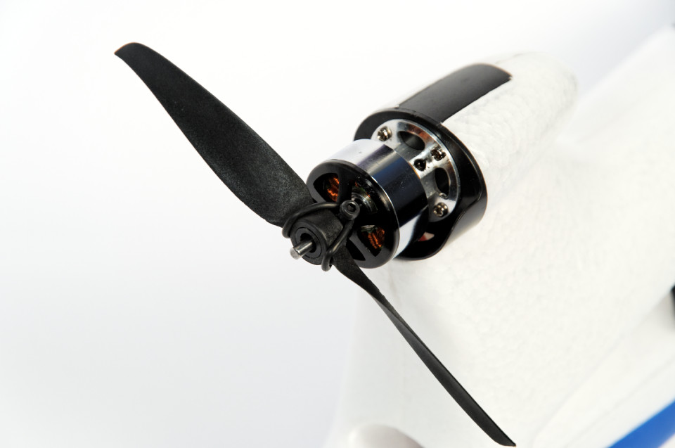 Axn clouds fly setup propeller propsaver close.jpg